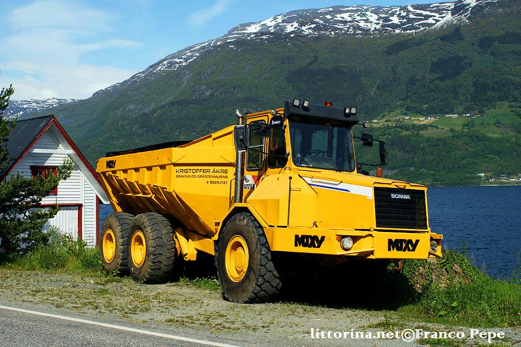 berna truck bus filobus  S150028-dumper-scania-6225b-aga-n-21-giugno-2015